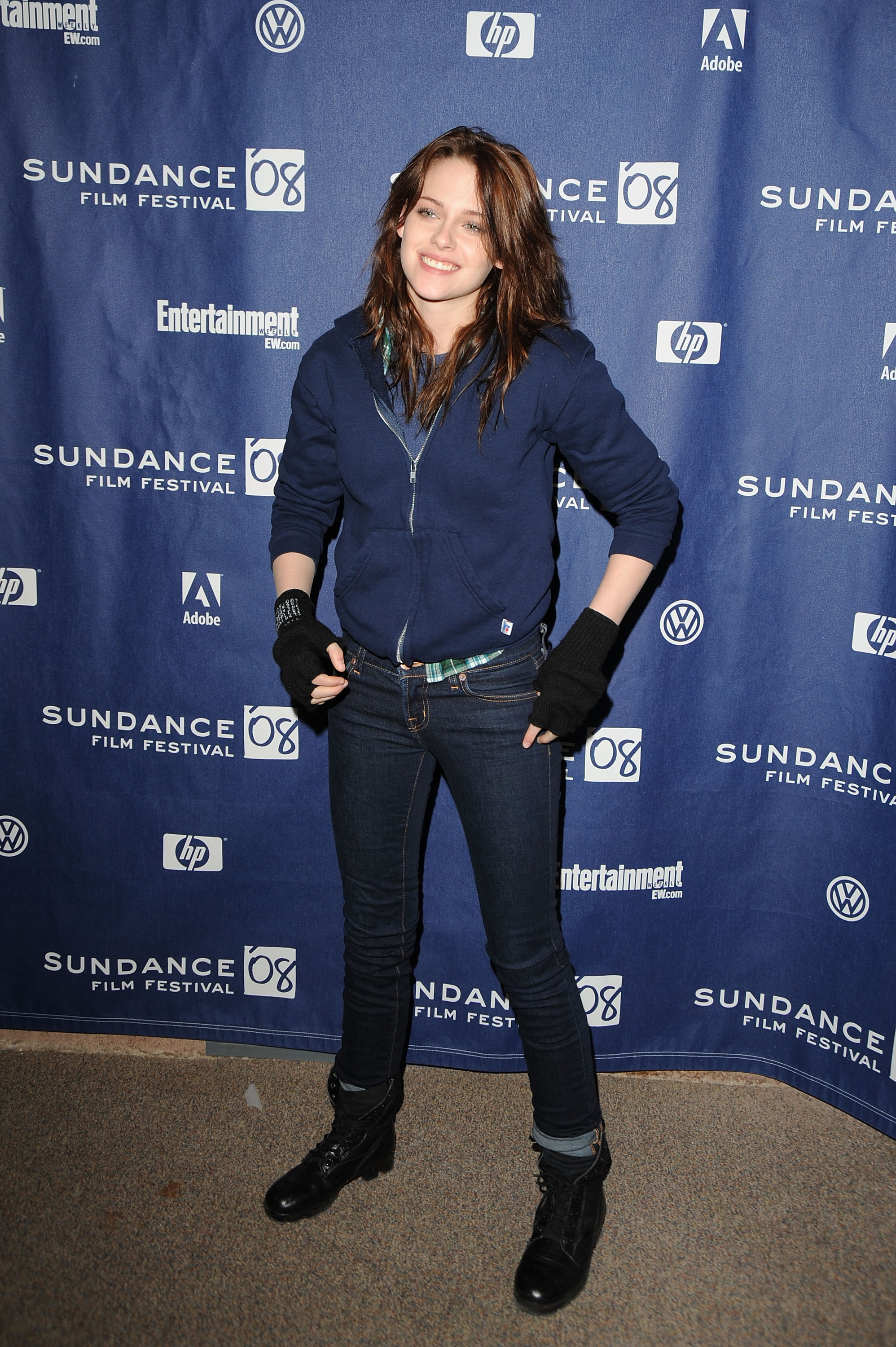 Kristen Stewart wore gloves to stay warm in Park City, UT, for the premiere of The Yellow Handkerchief during the Sundance Film Festival in January 2008.
