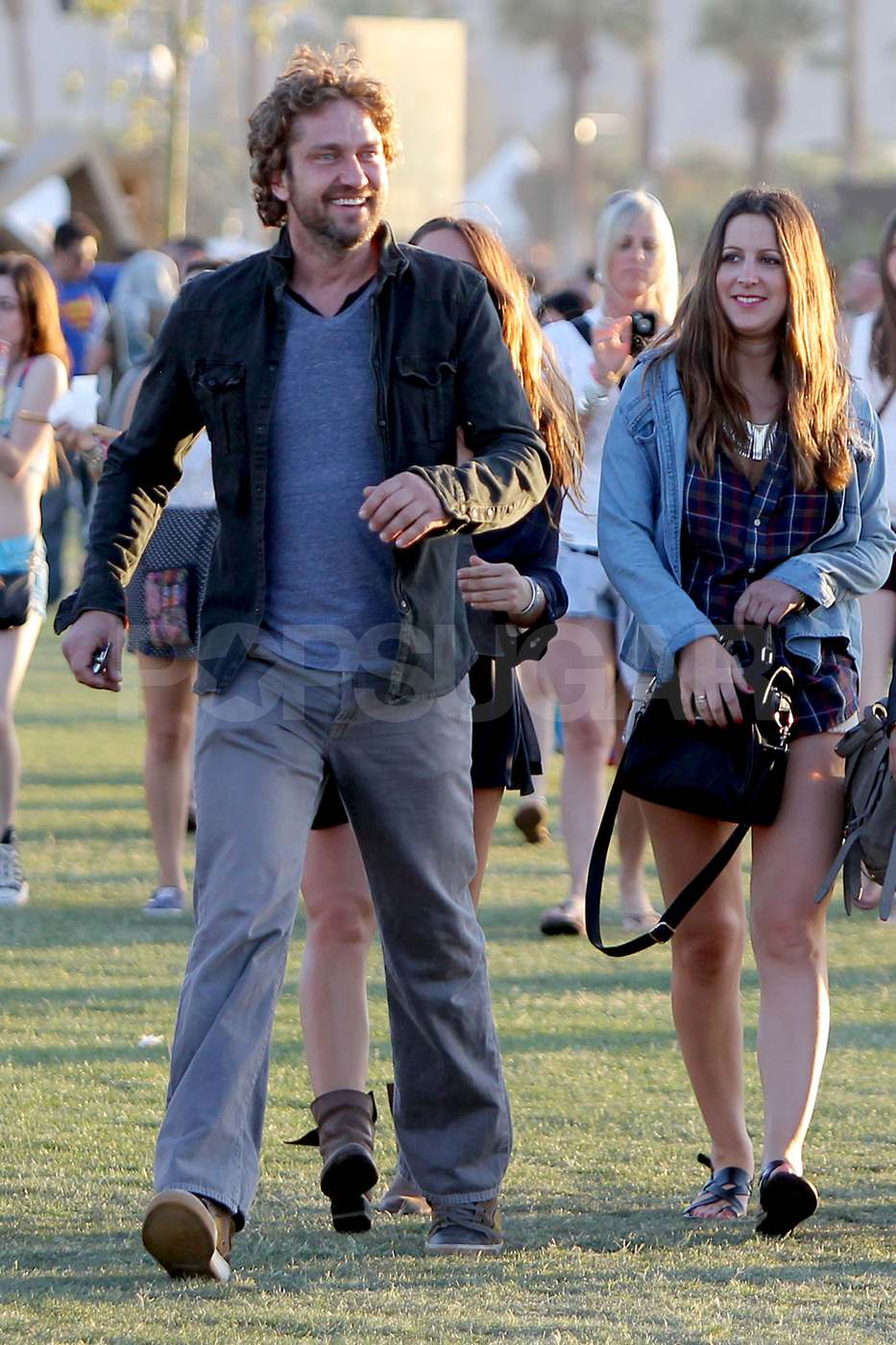 Gerard Butler hung out with the ladies on Sunday.