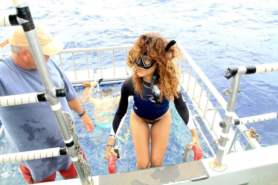 Rihanna wore her snorkel on a boat.