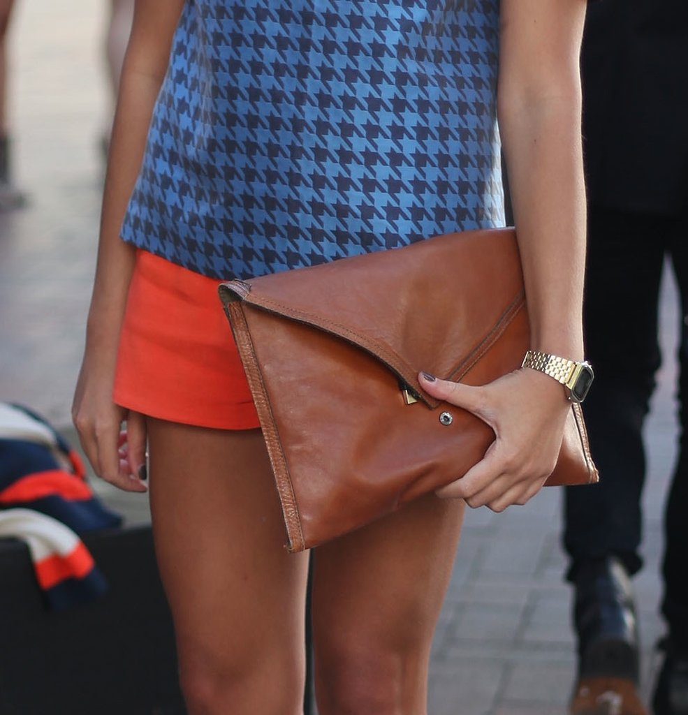 To make sure her accessories didn't overpower her outfit statement, she toted a slick brown oversize envelope clutch.