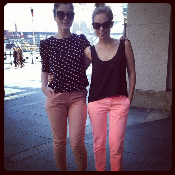 Sarah and Ali both teamed peachy pants with black tops, a messy bun and cat-eye sunglasses. Snap!