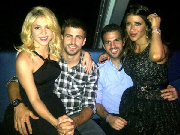 Shakira and her boyfriend went on a double date.  Source: Twitter user shakira