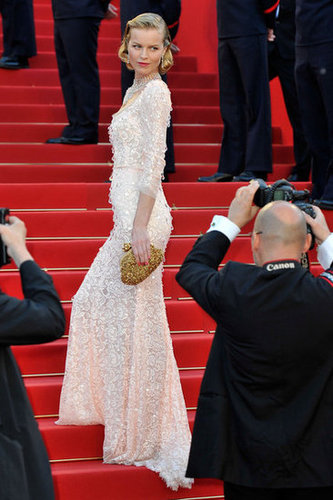 We love this glam side profile of Eva Herzigova as she headed into the festival's opening ceremony.