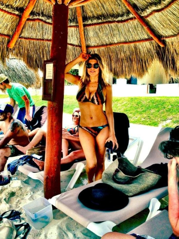 Fergie flaunted her bikini body during a trip to Cancun.  Source: Twitter user Fergie