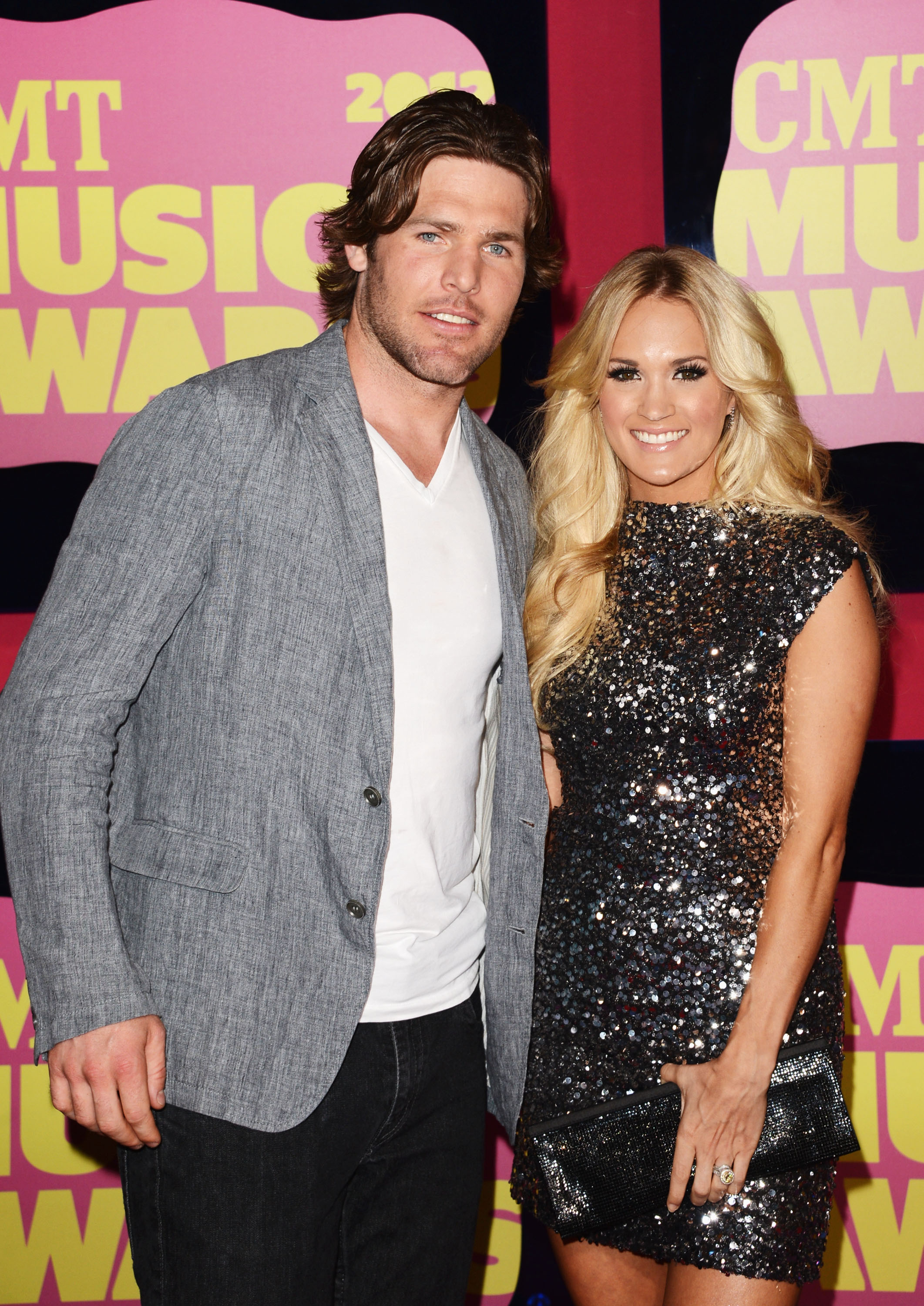 Carrie underwood posed with husband mike fisher at the cmt for Carrie underwood husband mike fisher