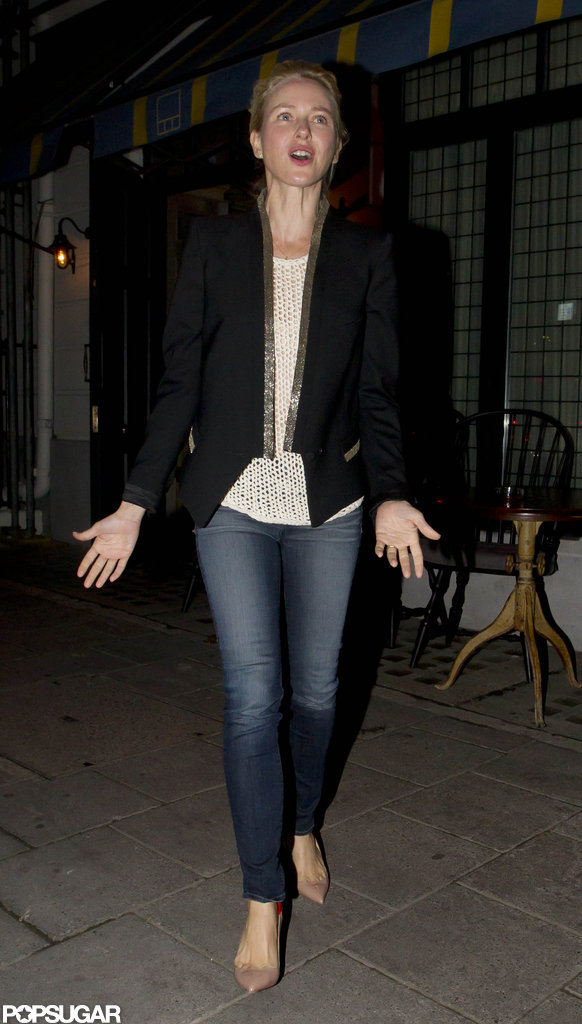Naomi Watts looked gorgeous in jeans and a black blazer.