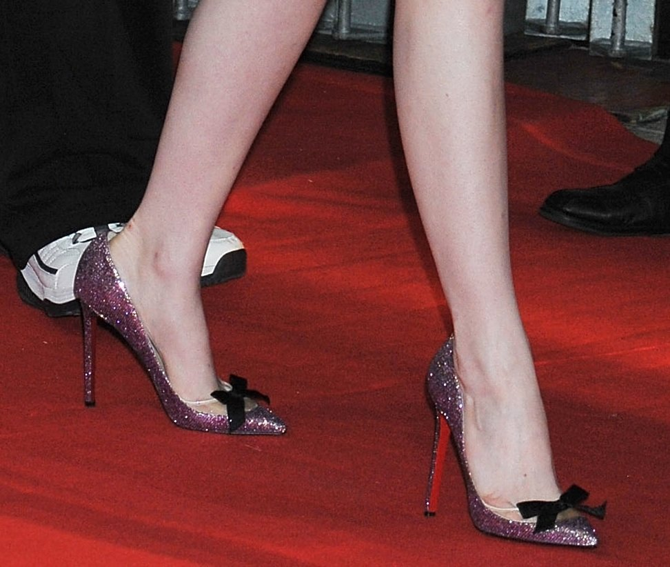 While her dress on top is toned-down, her glitter bow-tie pink Christian Louboutin pumps are totally fun and fresh.