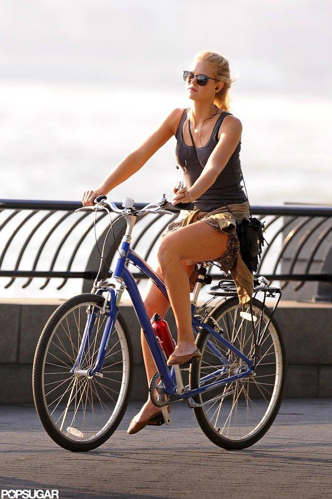 Erin Heatherton rode her bike in NYC.