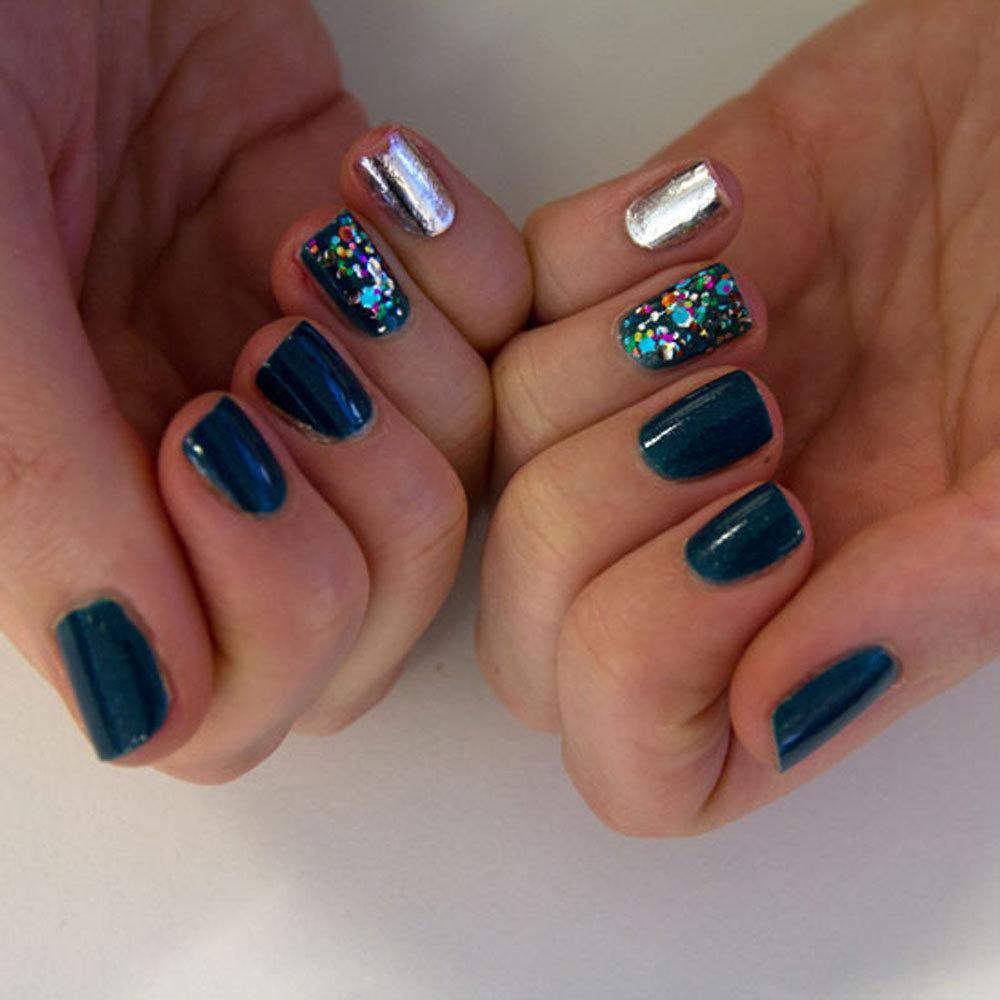 I used Kit Cosmetics' new Futuristic Fever Nail Polish Quad in Teal and Floral Fantasies (multi-coloured glitter), and their Nail Strips in Life In The Fast Lane on my pinkies. I used two coats of Teal on all four remaining fingers, then used two coats of the glitter on my ring fingers.
