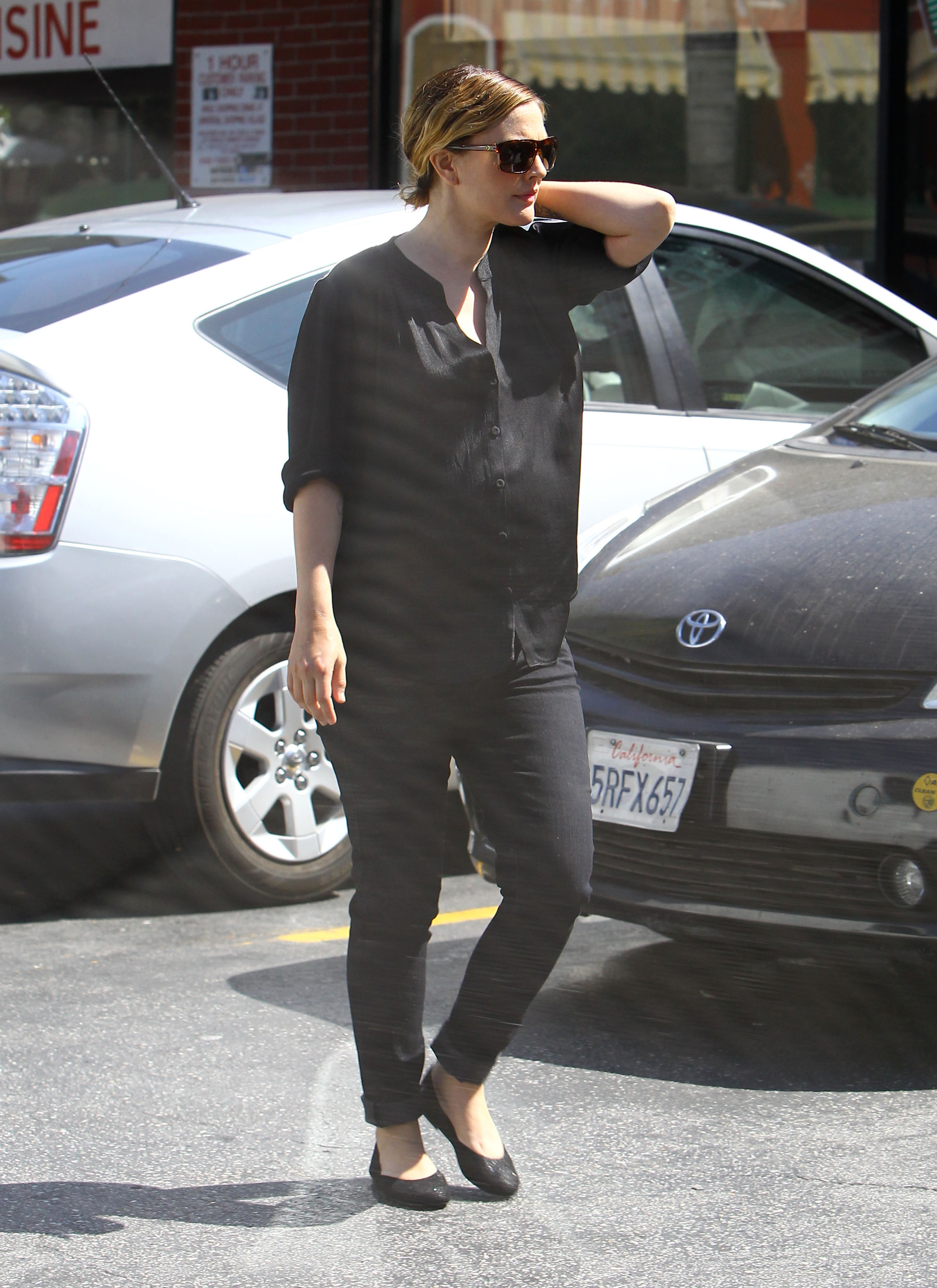 Pregnant Drew Barrymore wore all black.