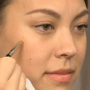 Video: How to Conceal a Blemish With Flawless Results