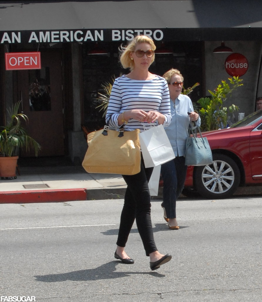 Katherine Heigl put the ultimate nautical spin on her Fendi Twins straw tote by pairing it with a striped boatneck top, skinny black pants, and ladylike flats. 7331161