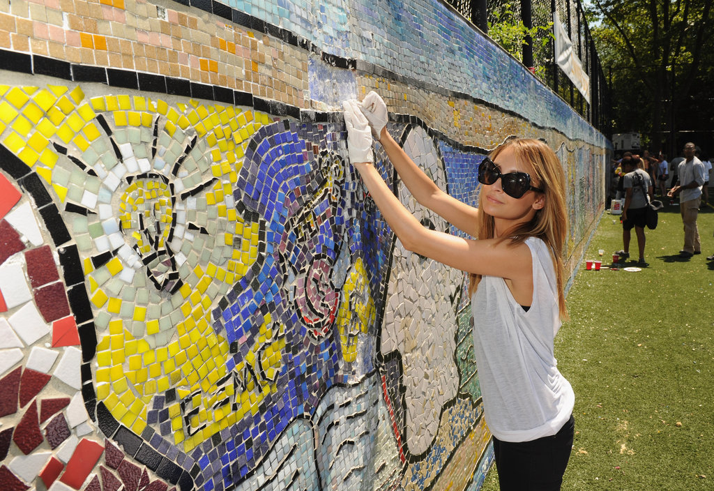 Nicole Richie Flexes Her Volunteering Muscles in NYC