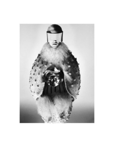 To offset the colorful ads, Alexander McQueen added slick black and white snaps of its otherworldly wares into the mix.