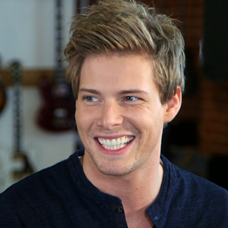 Hunter Parrish Talks Catching Fire Finnick Rumors (Video)