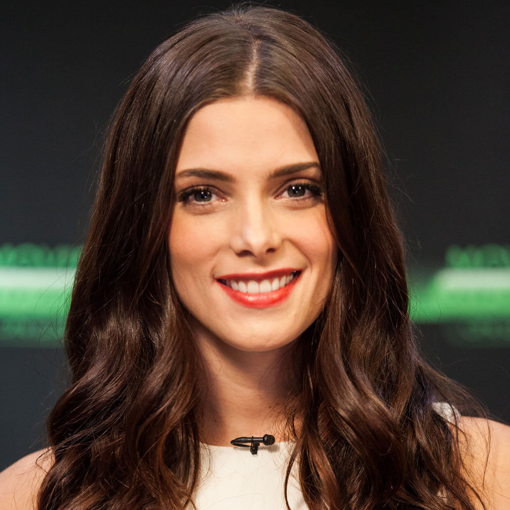 Ashley Greene went for usual polished style and included a chic red lip to finish off her look.
