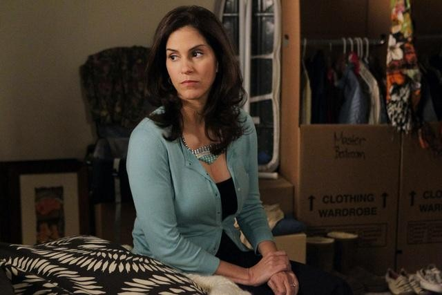 Jami Gertz on The Neighbors.