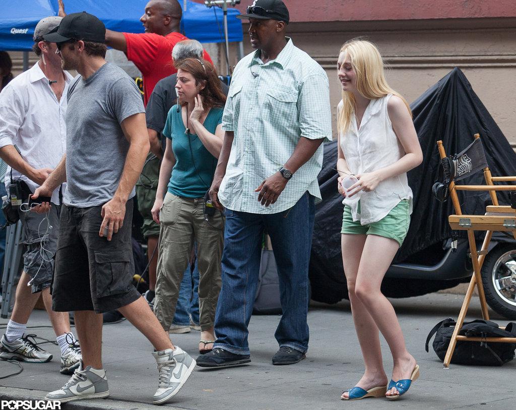 Jake Gyllenhaal and Dakota Fanning get to work.