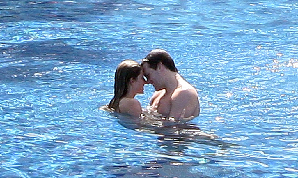 Gisele and Tom took a sexy swim in Mexico in January 2009.