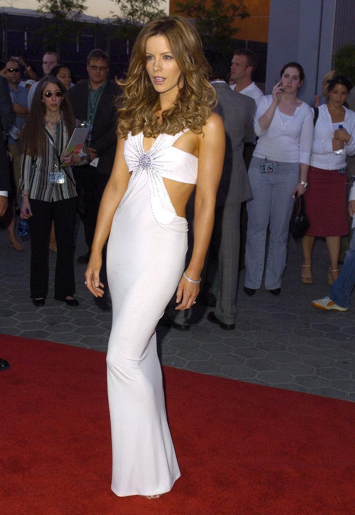 Kate Beckinsale showed some skin at the May 2004 LA premiere of Van Helsing.