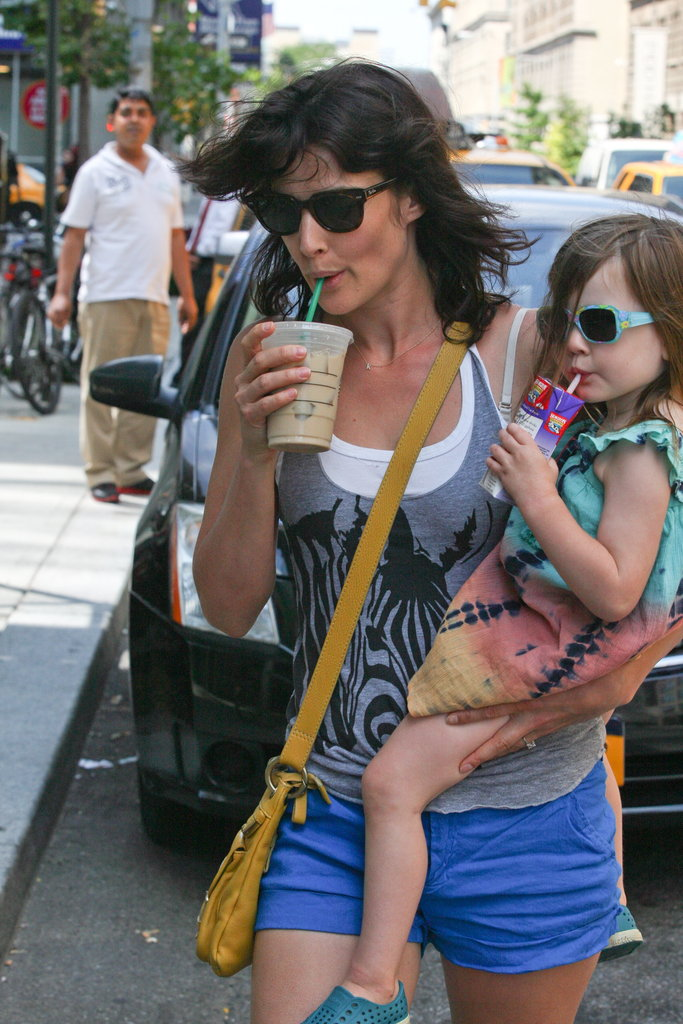 Cobie Smulders carried her daughter.