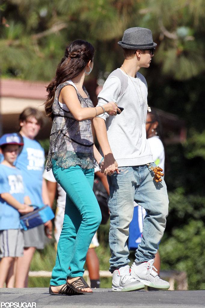 Selena Gomez Links Up With Boyfriend Justin Bieber on Her New Set