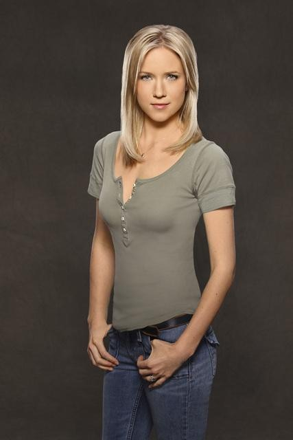 Jessy Schram in Last Resort.