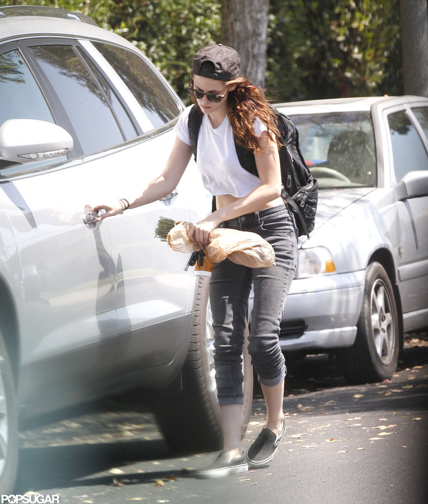 Kristen Stewart wore jeans and sneakers.
