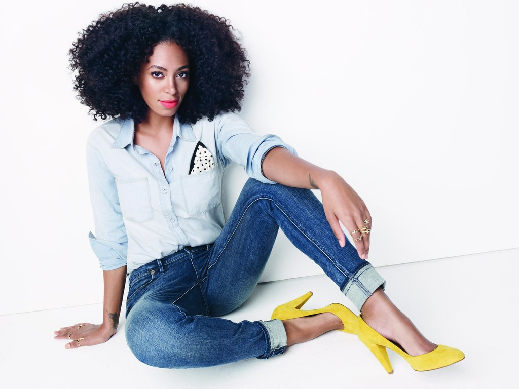We will never get tired of denim on denim, especially when paired with yellow shoes.