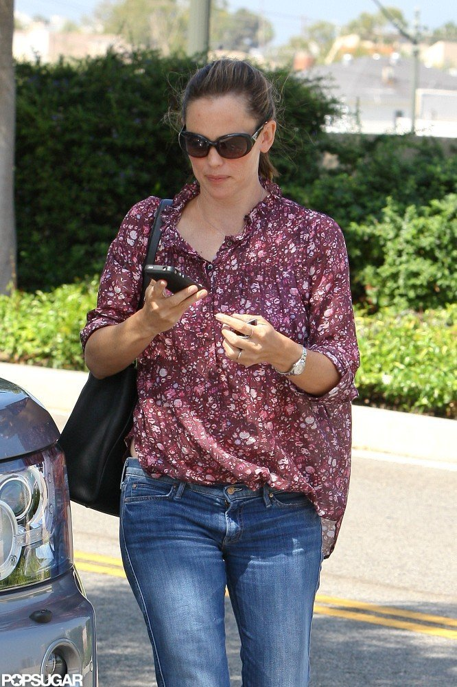 Jennifer Garner wore a pair of jeans.