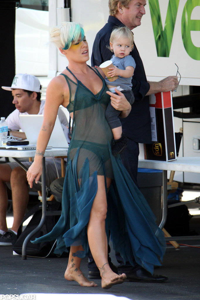 Pink carried Willow Hart on set.