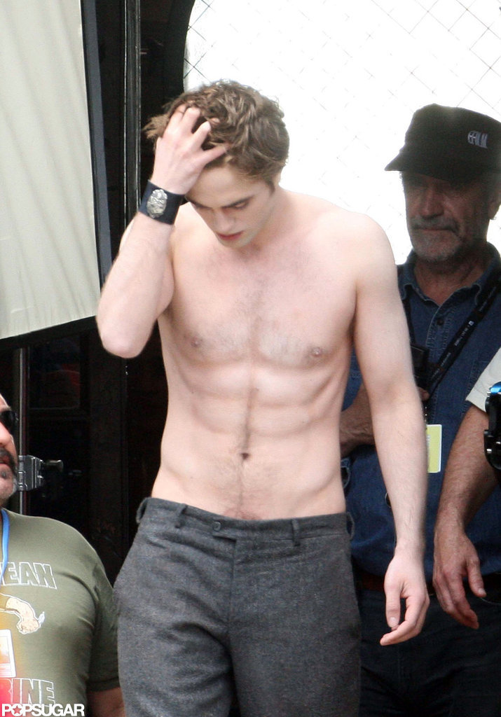 In May 2009, Robert Pattinson's abs were on display in Italy.