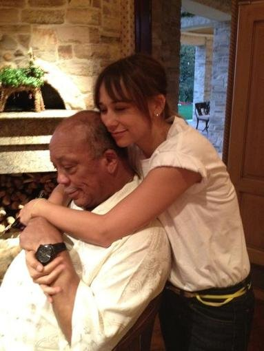 Rashida Jones shared a sweet photo of her father-daughter time with Quincy Jones. Source: Twitter user iamrashidajones