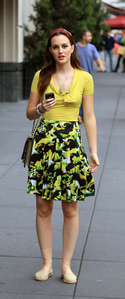 Although Leighton's character, Blair, stuck to a green and yellow color combination here, we love the slight contrast to be found in her red headband.