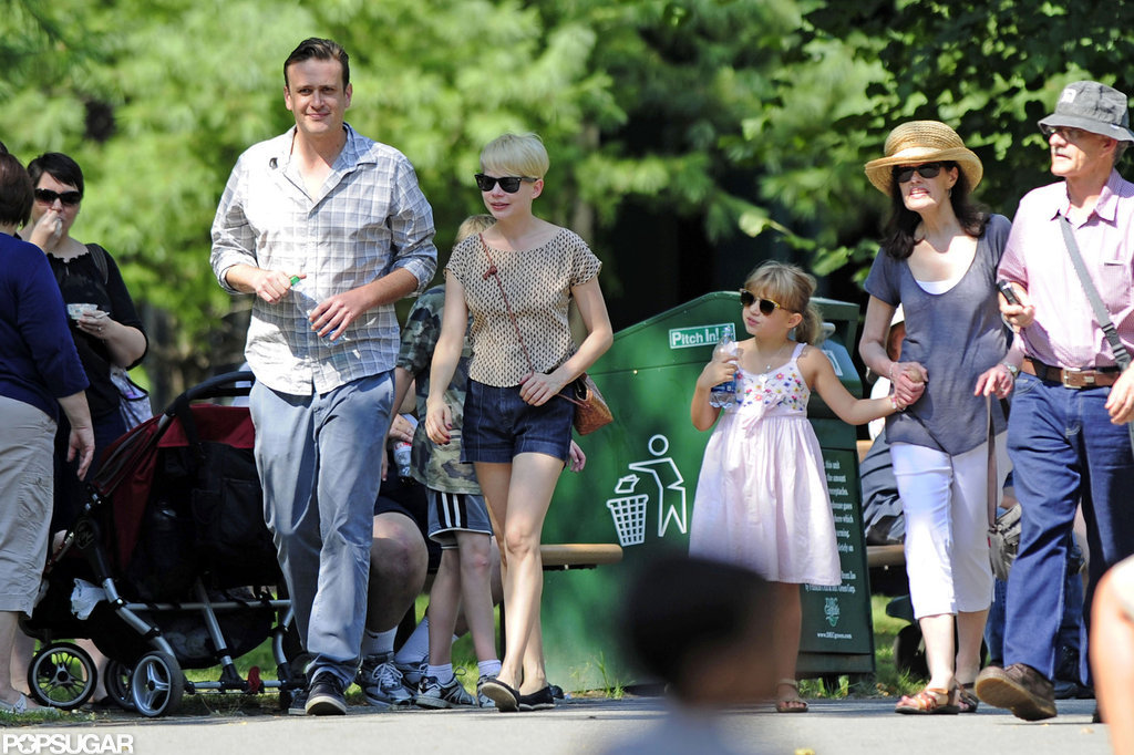 Michelle Williams and Jason Segel hung out at the Bronx Zoo with Matilda Ledger.