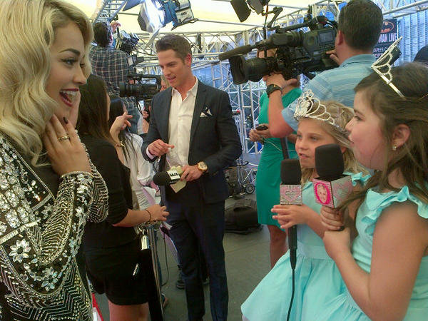 Rita Ora was really excited to meet Ellen DeGeneres's red carpet reporters. Source: Twitter user RitaOra