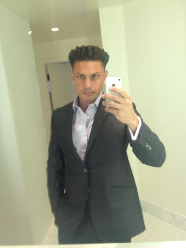 Pauly D sported his trademark hairstyle for the VMAs. Source: Twitter user DJPaulyD