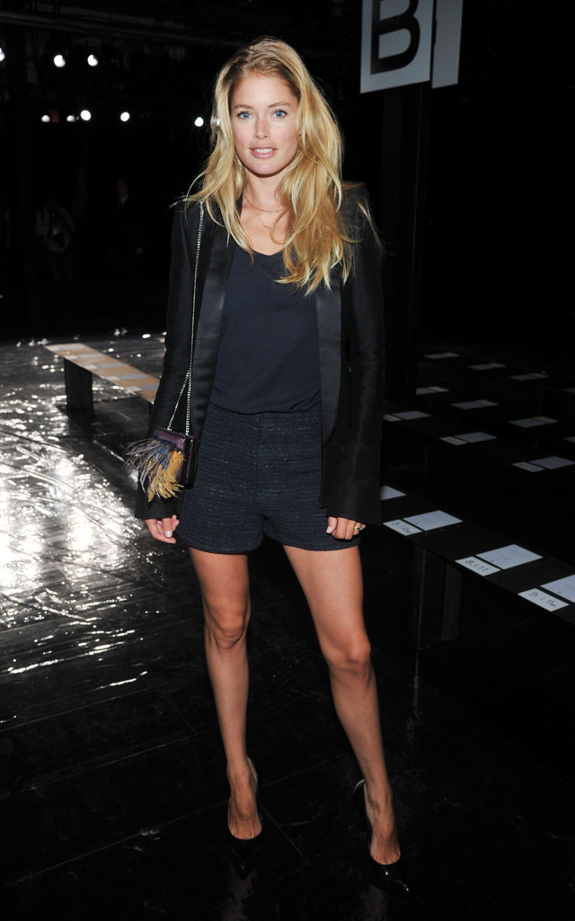 Doutzen Kroes showed off her toned legs in an all-black ensemble.