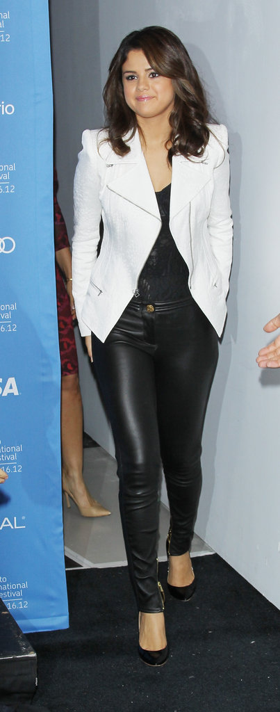 For her Hotel Transylvania photocall, Selena paired sexy black leather pants and a black top with a crisp white blazer.