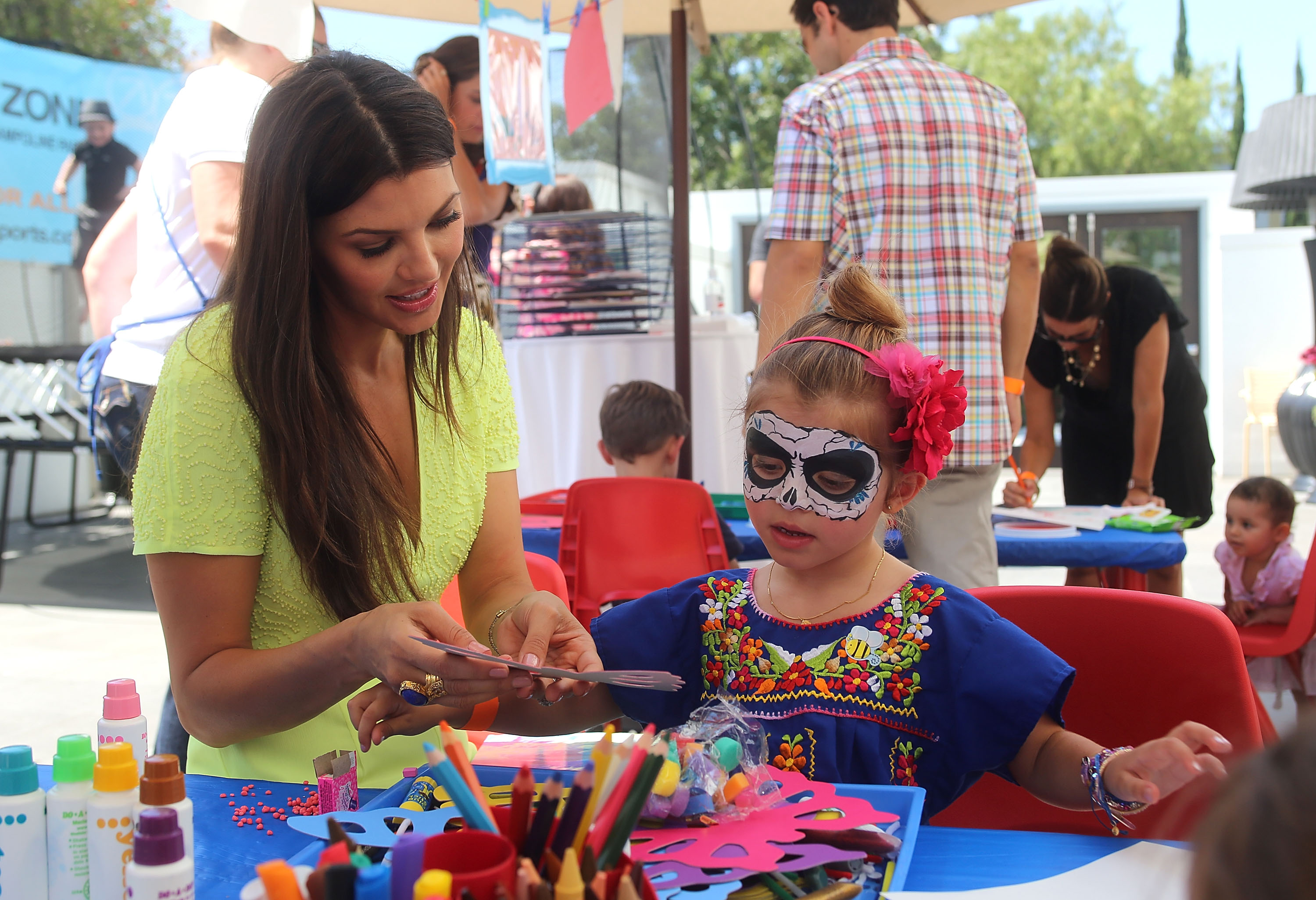 Ali Landry cohosted the second annual Red CARpet Event with Britax to teach fellow celebs how to properly install their car seats. She took time out from her hosting role to do some arts and crafts with daughter Estela Ines Monteverde.