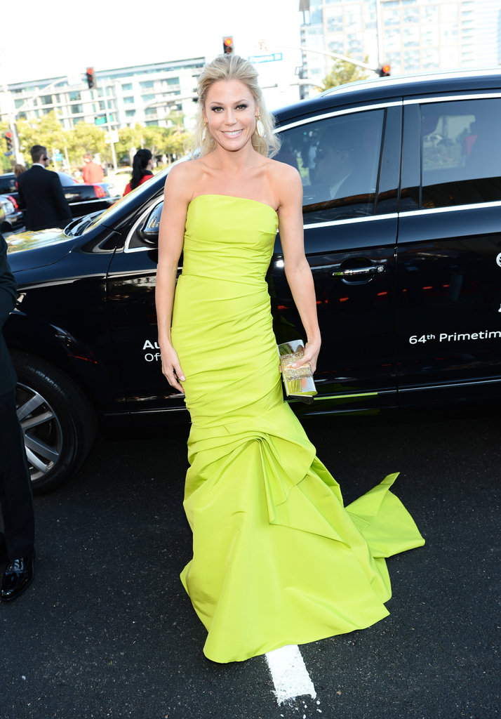 Julie Bowen got out of the car to hit the red carpet at the Emmy Awards.