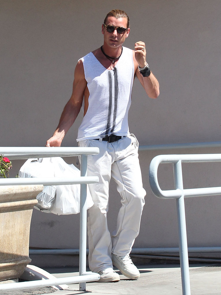 Gavin Rossdale picked up lunch to go.