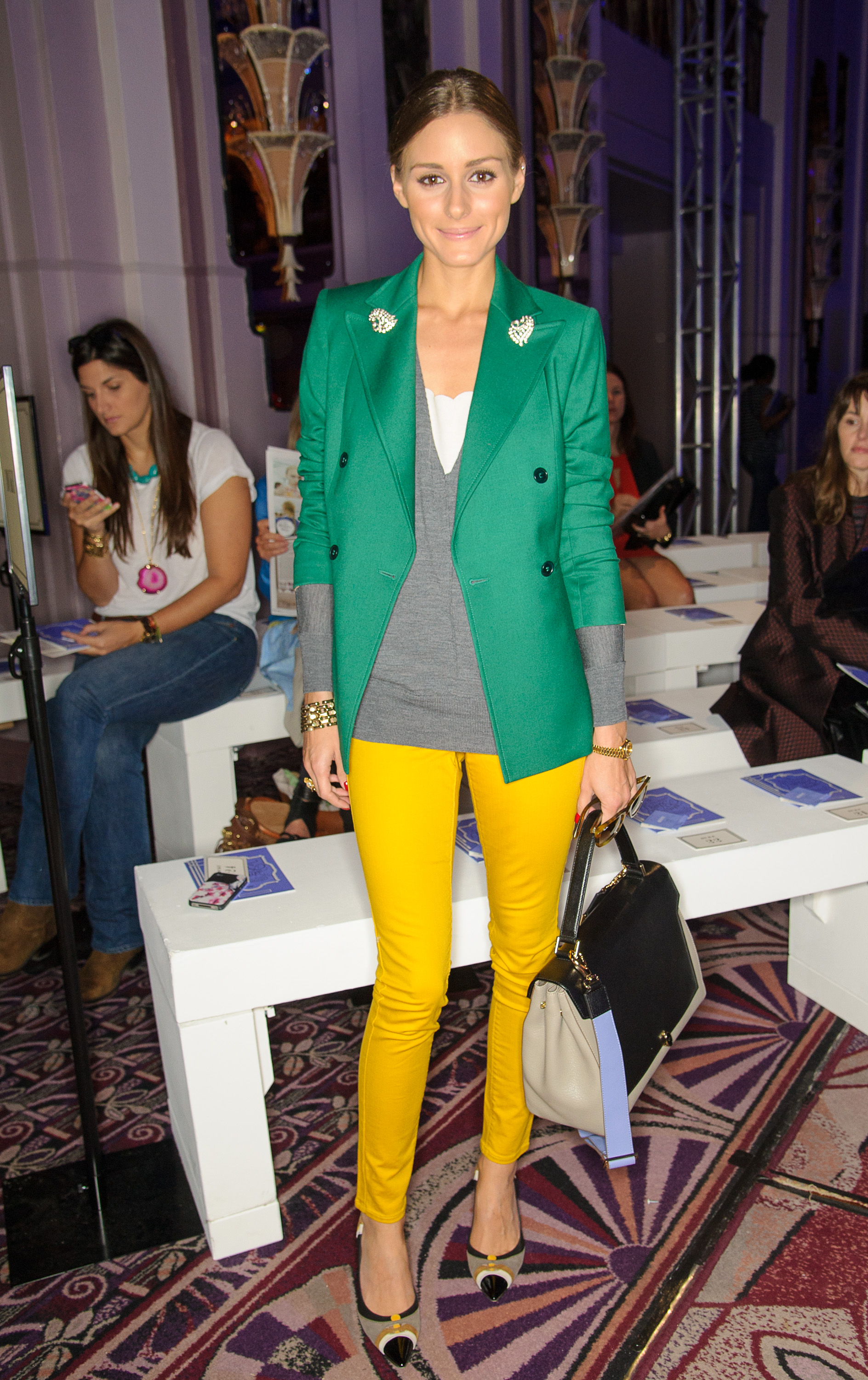 Olivia took colorblocking to chic heights in the front row of Anya Hindmarch's show at LFW. Adding a brilliant double-breasted blazer to standout yellow skinny jeans, Olivia made a bold statement but stuck to classic silhouettes.