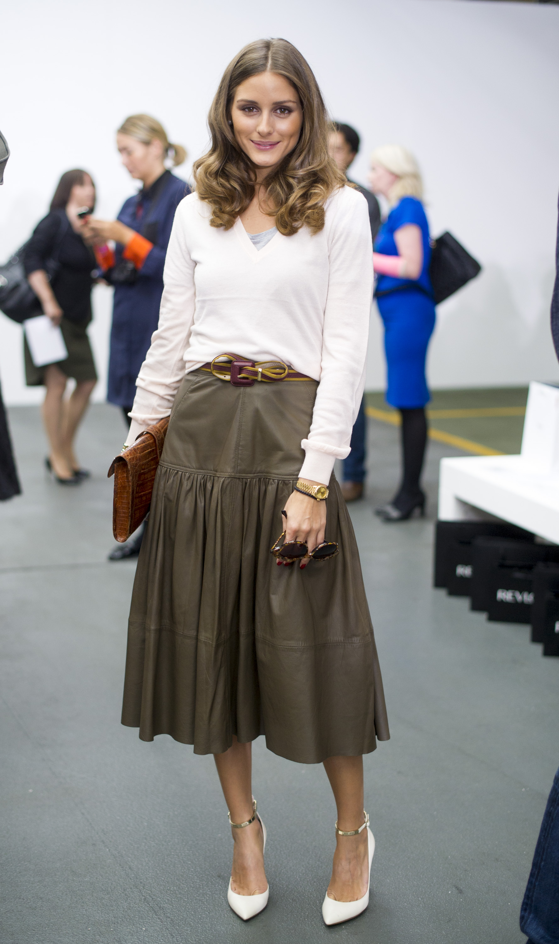 Olivia played ladylike with a contemporary angle at Antonio Berardi in London. In a Reiss top and skirt, she added in her quintessential dose of accessories, like a slim belt, Hermès clutch, and Valentino heels, to give the separates her own twist.