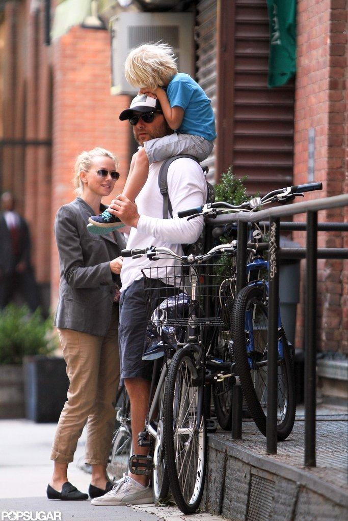 Sasha Schreiber got a ride on his dad Liev Schreiber's shoulders before a bike ride with mom Naomi Watts in NYC.