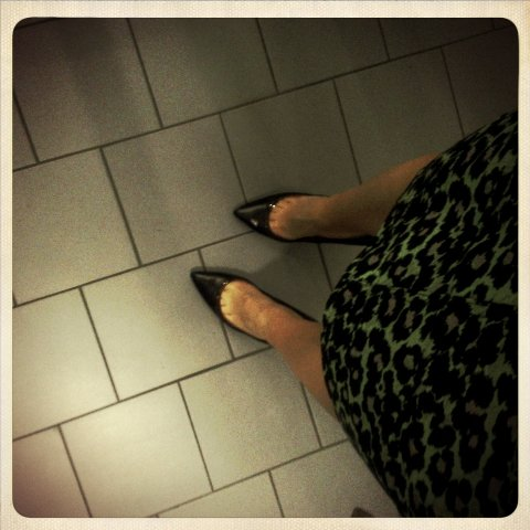 It's ALL about toe-cleavage for me. My new Zara pumps have a perspex trim (can you zoom in?) which makes them a lil' more special than the standard chain-store fare. I thought they were a thrifty buy at $129.