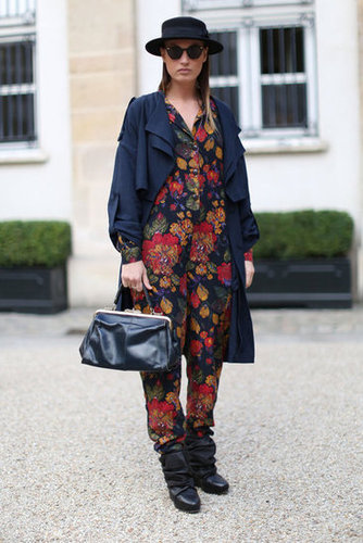 This styler smartly subdued her floral jumpsuit with a fedora and a navy trench.