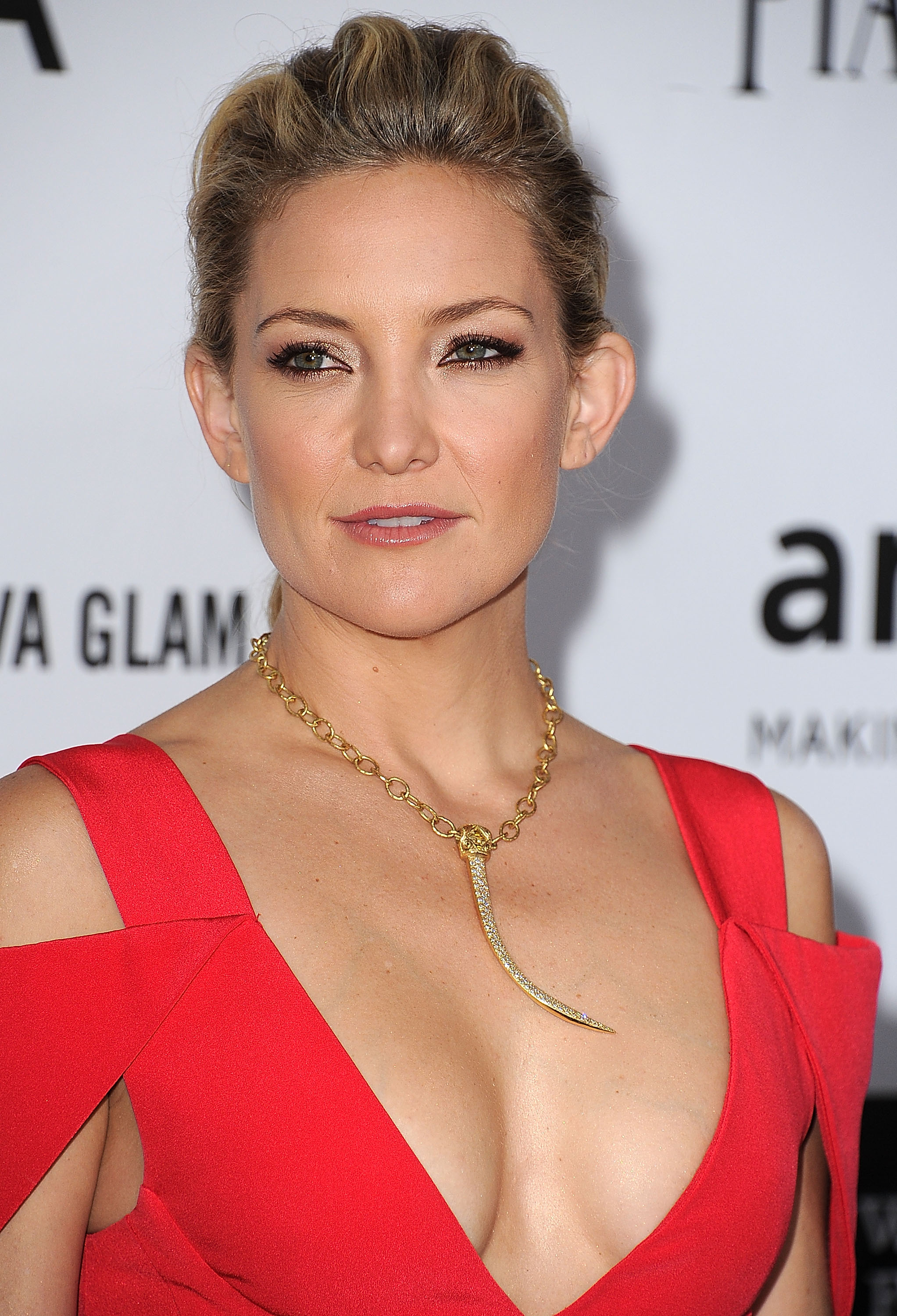 Kate Hudson sported gold accessories at the event in LA.