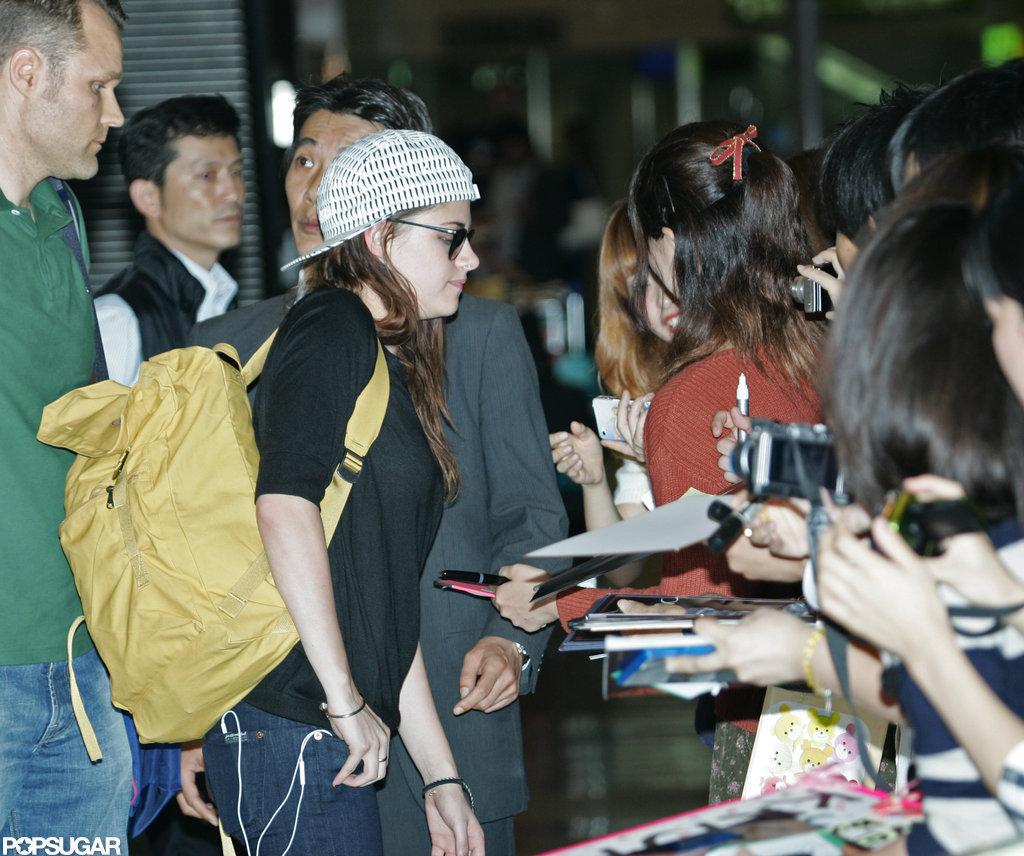 Kristin Stewart greeted fans in Japan.