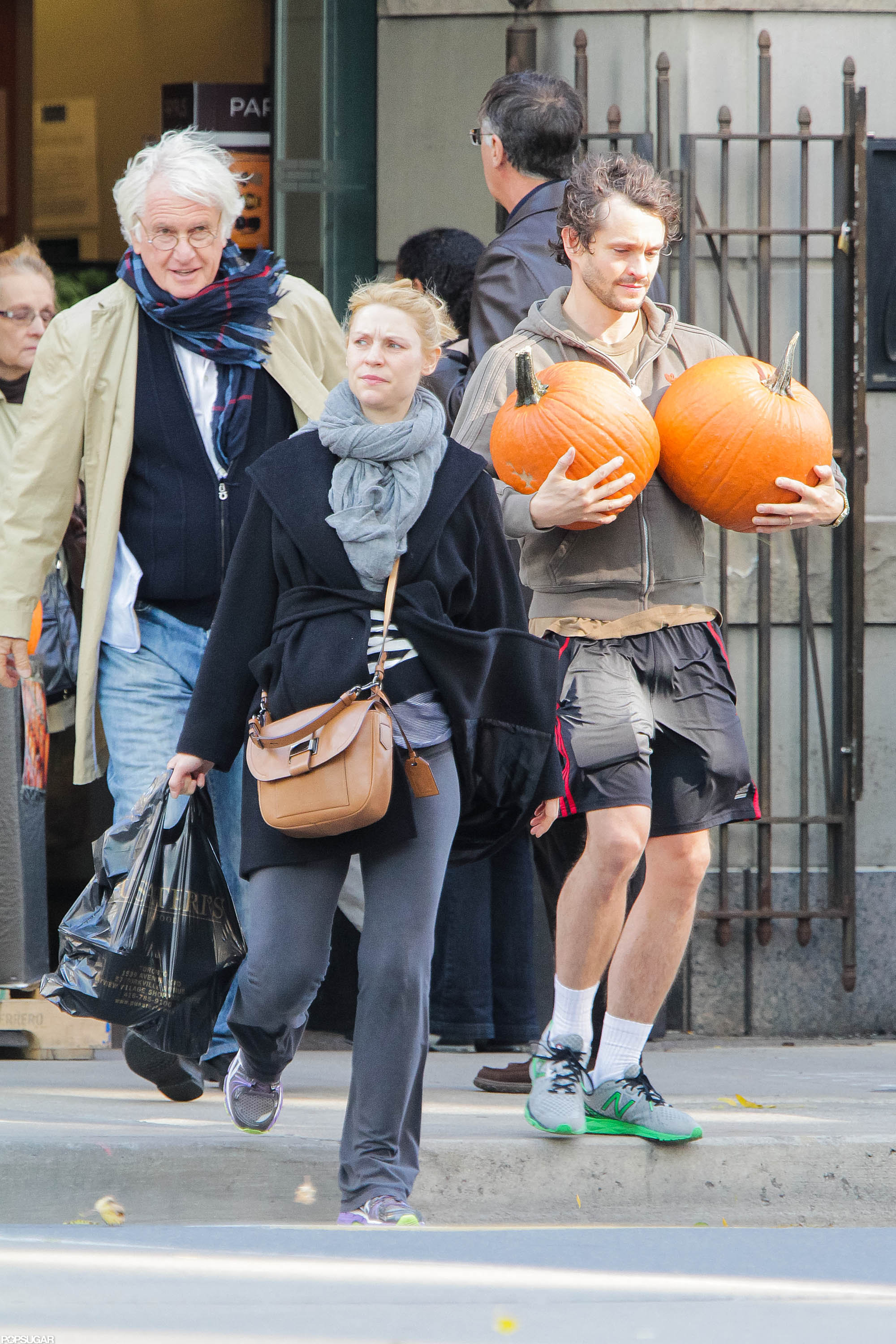 Pregnant Claire Danes and Hugh Dancy stopped for some pumpkins while in Toronto.